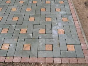 Укладка тротуарной плитки для пешеходной дорожки